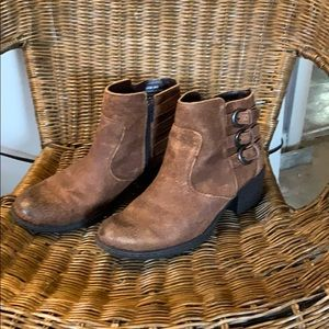 b.o.c brown leather buckled ankle boots size 6.5